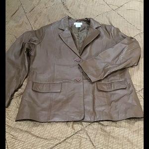 Chadwick's ladies leather tan jacket in EUC, sz 16